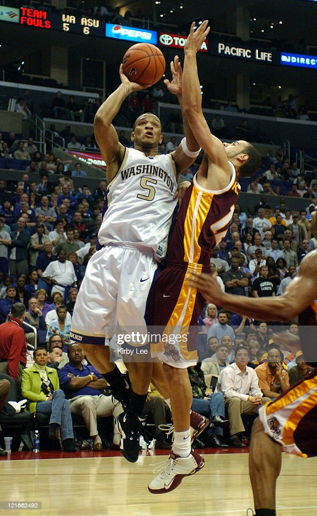 NCAA 2005 Pac-10 Men's Tournament - First Round - Washington vs Arizona State : News Photo