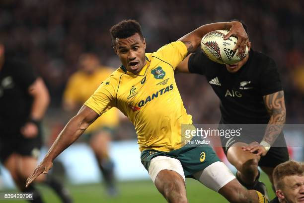 Will Genia of the Wallabies scores a try during The Rugby Championship Bledisloe Cup match between the New Zealand All Blacks and the Australia...