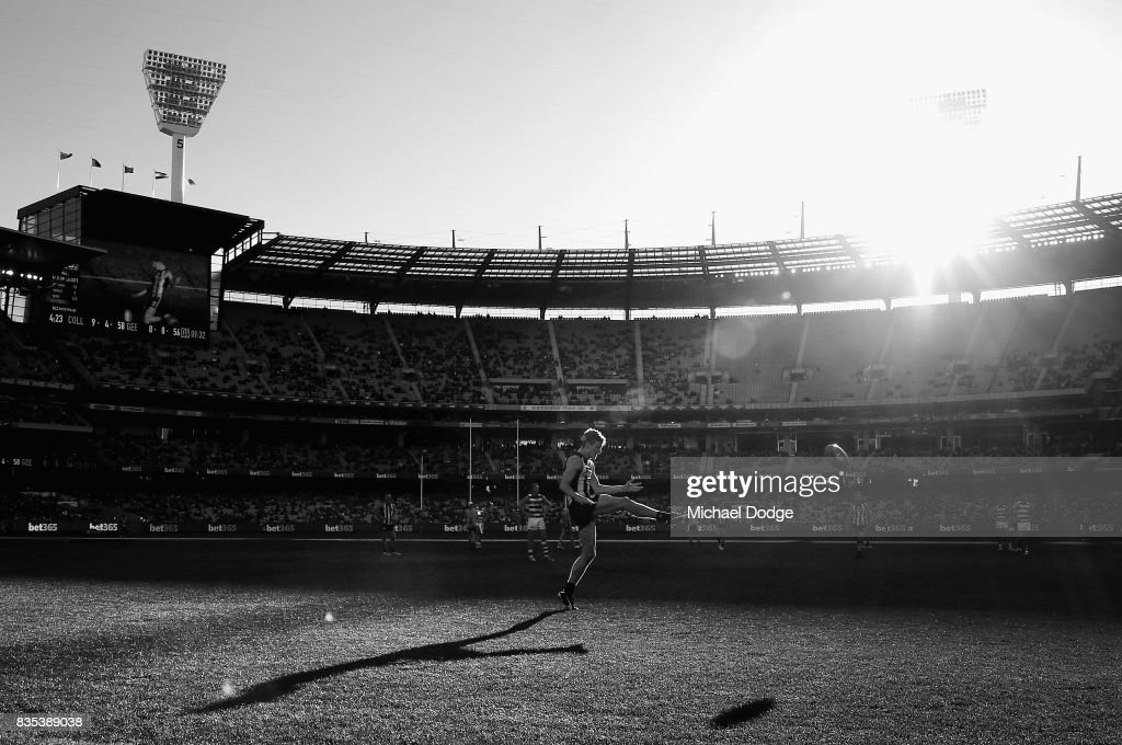 Will Hoskin-Elliott kicks the ball during the round 22 AFL match between the Collingwood Magpies and the Geelong Cats at Melbourne Cricket Ground on August 19, 2017 in Melbourne, Australia.