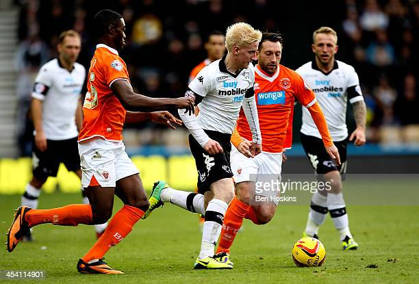 Will Hughes of Derby abvances under pressure from Tyler Blackett and Stephen Dobbie of Blackpool during the Sky Bet Championship match between Derby...