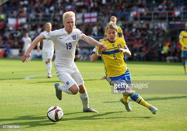 Will Hughes of England battles Oscar Lewicki of Sweden during the UEFA Under21 European Championship 2015 match between Sweden and England at Andruv...
