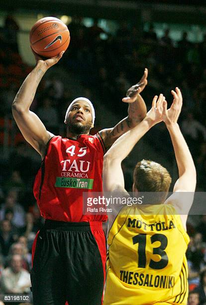 Will McDonald of TAU Ceramica and Hanno Mottola of Aris TT Bank in action during the Euroleague Basketball Top 16 Game 5 between Tau Ceramica and...