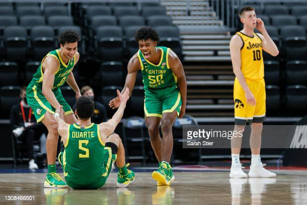 Will Richardson and Eric Williams Jr. #50 react with Chris Duarte of the Oregon Ducks after Duarte was fouled by the Iowa Hawkeyes in the second...
