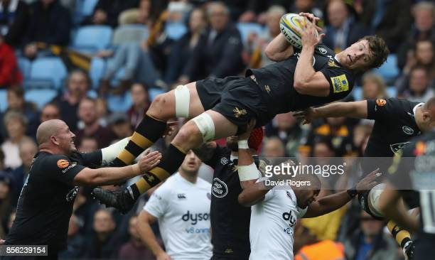 Will Rowlands of Wasps stretches for the drop out during the Aviva Premiership match between Wasps and Bath Rugby at The Ricoh Arena on October 1...