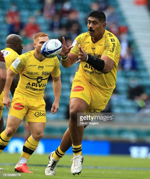 Will Skelton of La Rochelle catches the ball during the Heineken Champions Cup Final match between La Rochelle and Toulouse at Twickenham Stadium on...