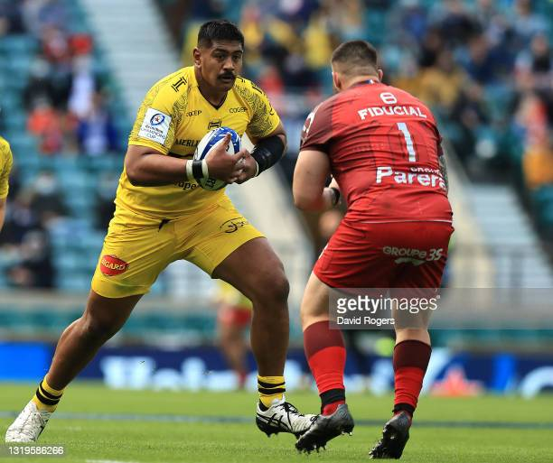 Will Skelton of La Rochelle takes on Cyril Baille during the Heineken Champions Cup Final match between La Rochelle and Toulouse at Twickenham...