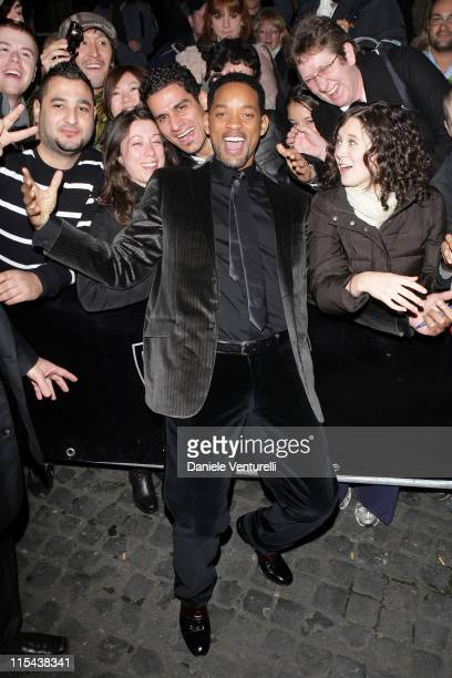"""Will Smith attends the premiere of """"I Am Legend"""" at Warner Village Cinemas Moderno on January 9, 2008 in Rome, Italy."""