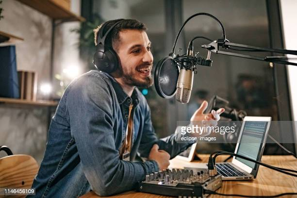 i will tell a joke now - radio broadcasting stock pictures, royalty-free photos & images