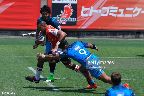 Will Tupou of Sunwolves runs with the balll during the Super Rugby match between the Sunwolves and the Blues at Prince Chichibu Stadium on July 15...