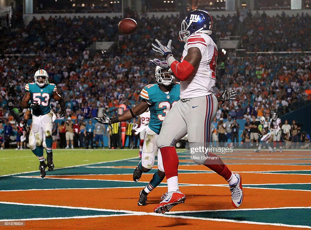 Will Tye #45 of the New York Giants catches a touchdown pass as Michael Thomas #31 of the Miami Dolphins defends during the second quarter of the game at Sun Life Stadium on December 14, 2015 in Miami Gardens, Florida.