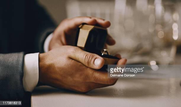 妻になってくれないか? - 婚約指輪 ストックフォトと画像