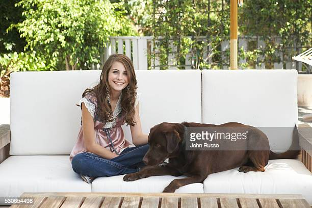 Willa Holland with her dog Manohlo