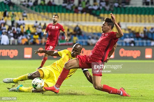 Willard Katsande of Zimbabwe and Youssef Msakni of Tunisia battle during the African Nations Cup match between Zimbabwe and Tunisia on January 23...