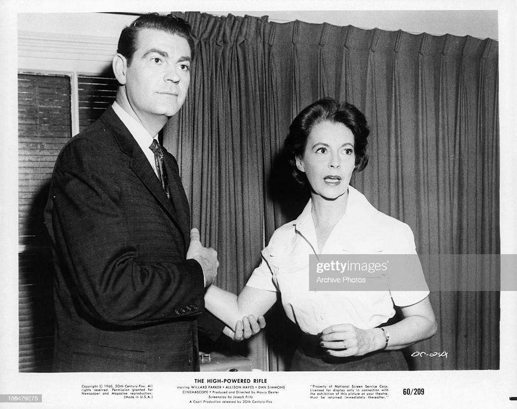 Willard Parker And Allison Hayes In 'The High Powered Rifle' : Fotografia de notícias
