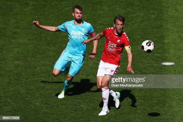 Willem Janssen of FC Utrecht battles for the ball with Stefan Thesker of FC Twente during the Dutch Eredivisie match between FC Utrecht and FC Twente...