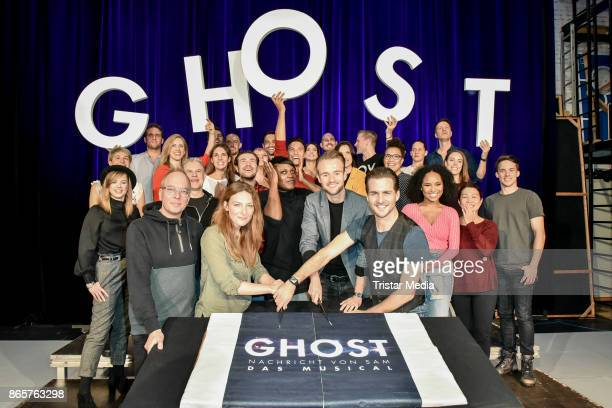 Willemijn Verkaik Marion Campel Andreas Bongard Alexander Klaws and the remaining cast during the rehearsal of 'Ghost The Musical' on October 24 2017...