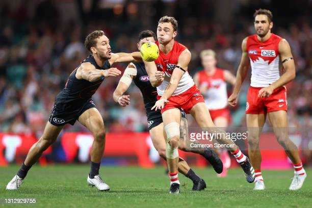 WillHayward of the Swans handpasses during the round five AFL match between the Sydney Swans and the Greater Western Sydney Giants at Sydney Cricket...