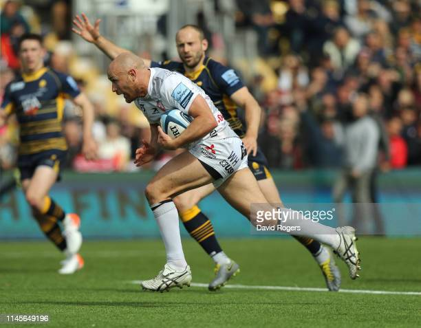Willi Heinz of Gloucester breaks clear to score a try during the Gallagher Premiership Rugby match between Worcester Warriors and Gloucester Rugby at...