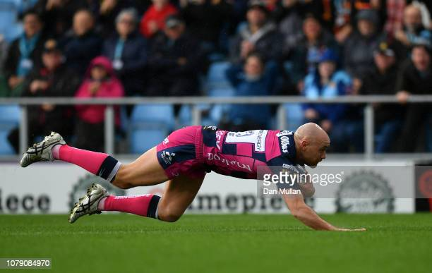 Willi Heinz of Gloucester Rugby dives over to score his side's first try during the Champions Cup match between Exeter Chiefs and Gloucester Rugby at...