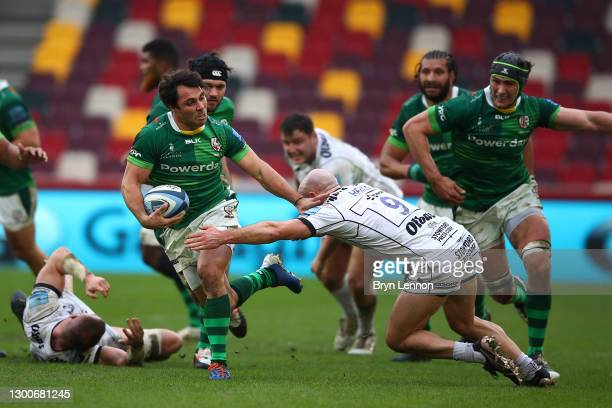 Willi Heinz of Gloucester Rugby tackles Nick Phipps of London Irish during the Gallagher Premiership Rugby match between London Irish and Gloucester...