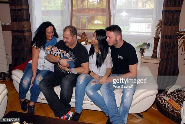 Willi Herren mit Enkel Emilio-Willi sowie Ex-Lebensgefährtin Mirella Fazzi und Sohn Stefano mit Freundin Lorena ,, Homestory , Köln,...