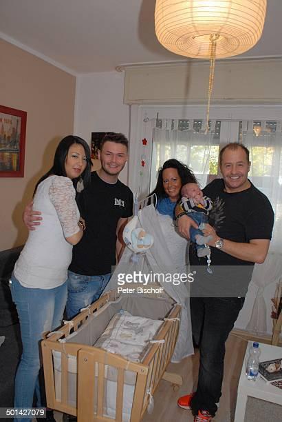 Willi Herren mit Enkel EmilioWilli sowie ExLebensgefährtin Mirella Fazzi und Sohn Stefano mit Freundin Lorena Homestory Köln NordrheinWestfalen...