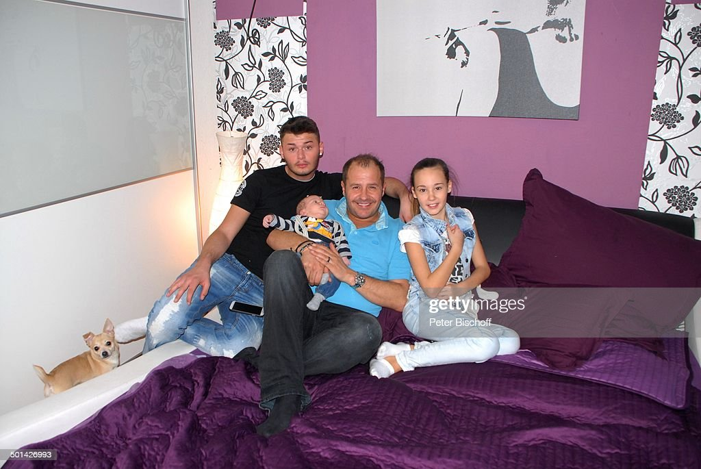 Willi Herren (Mitte, als Opa) mit Enkel Emilio-Willi (geboren am 16.10.2013, 3.830 G : News Photo