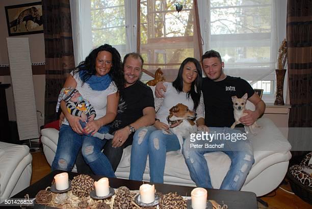 Willi Herren mit ExLebensgefährtin Mirella Fazzi und Enkel EmilioWilli sowie Sohn Stefano mit Freundin Lorena und JackRussellTerrier Sam und...