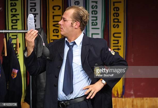 Ganz oder gar nicht Köln GloriaTheater Schauspieler Kostüm Bühne Auftritt Dildo Penispumpe Polizeiuniform Uniform Promis Prominente Prominenter