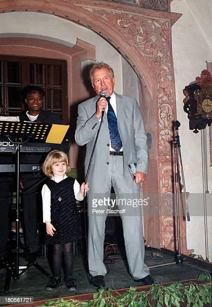 Willi Knupp Ehemann von Birgit BiggiLechtermann Tochter Lisann SophieGeburtstagsparty zum 40 Geburtstag von BLechtermann Frankfurt Mikrofon Rede
