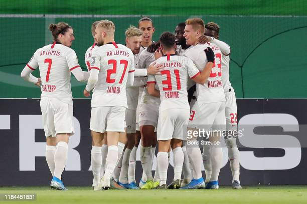 Willi Thomas Orban of RB Leipzig celebrates after scoring his team's first goal with his team mates during the DFB Cup second round match between VfL...