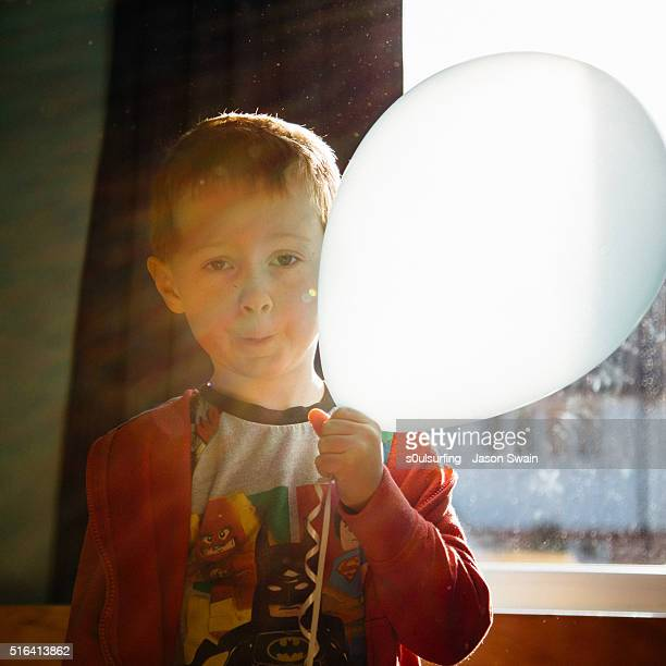 william and the magic birthday balloon - s0ulsurfing stock pictures, royalty-free photos & images
