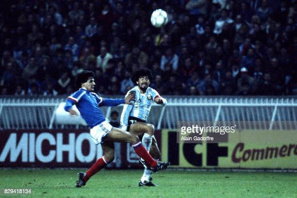 William Ayache of France and Diego Maradona of Argentina during the Friendly match between France and Argentina at Parc des Princes on 26 April 1986...