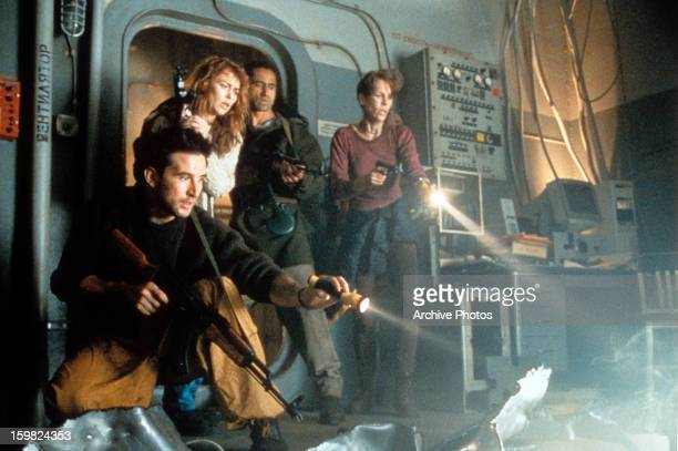William Baldwin Joanna Pacula Cliff Curtis and Jamie Lee Curtis hold flashlights in a scene from the film 'Virus' 1999