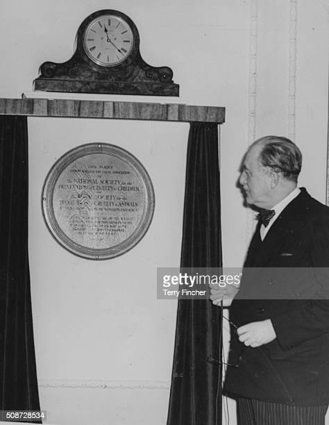 William CavendishBentinck 7th Duke of Portland and the Chairman of the NSPCC unveiling a plaque to commemorate the relationship between the NSPCC and...