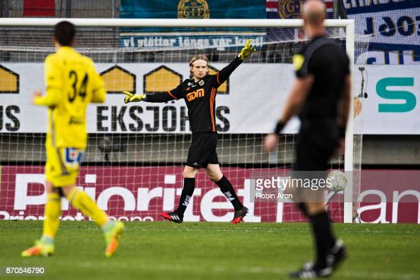 William Eskelinen goalkeeperof GIF Sundsvall during the Allsvenskan match between IFK Goteborg and GIF Sundvall at Gamla Ullevi on November 5 2017 in...