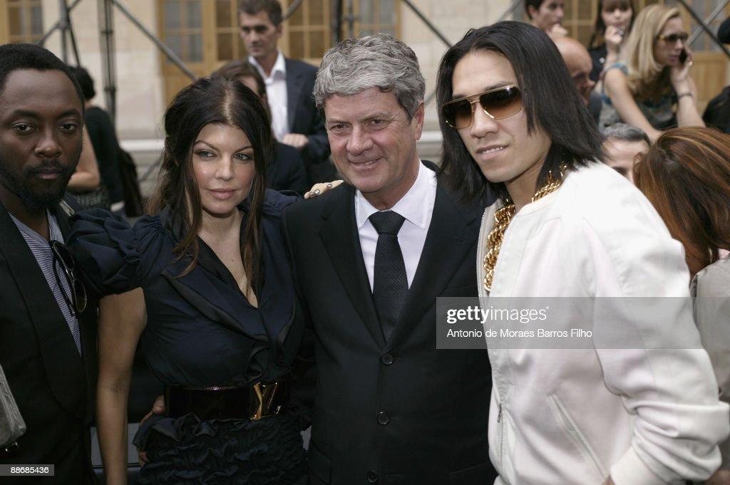 Louis Vuitton: Paris Fashion Week Menswear S/S 2010