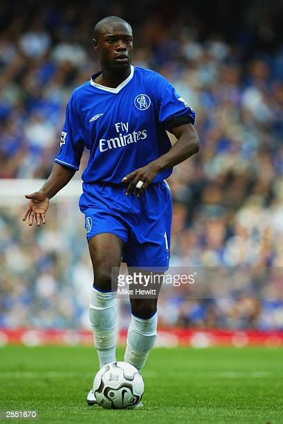 William Gallas of Chelsea runs with the ball during the FA Barclaycard Premiership match between Chelsea and Aston Villa held on September 27 2003 at...