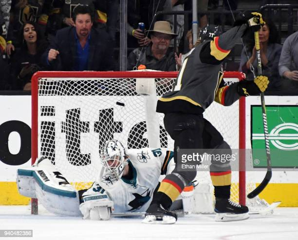 William Karlsson of the Vegas Golden Knights scores a shorthanded gamewinning goal against Martin Jones of the San Jose Sharks in the third period of...