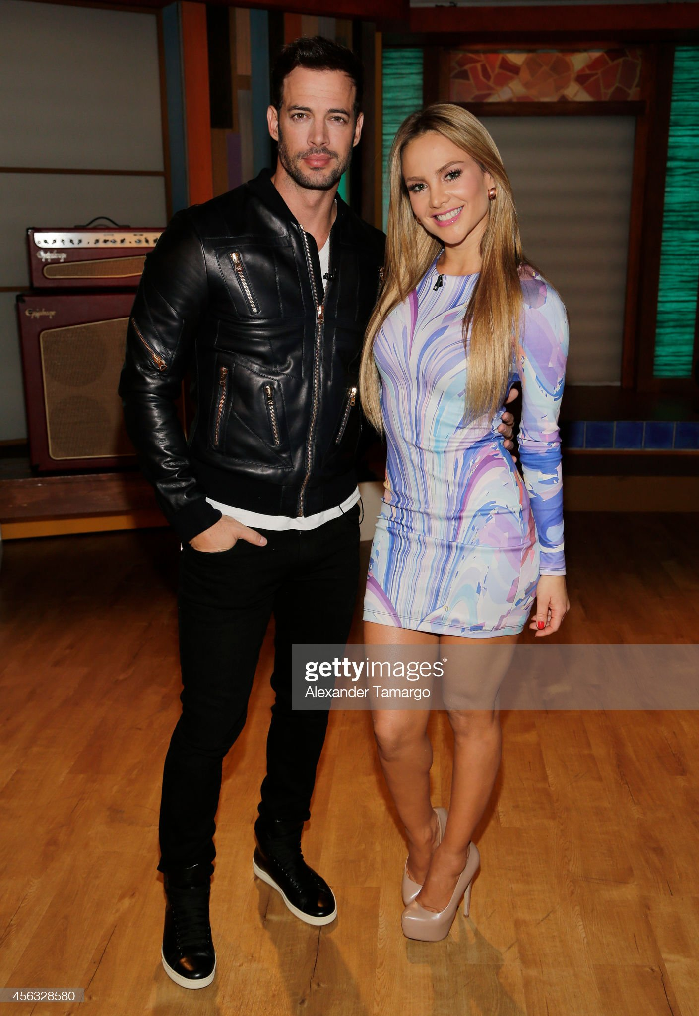 ¿Cuánto mide Ximena Córdoba? - Altura - Real height William-levy-and-ximena-cordoba-are-seen-on-the-set-of-despierta-to-picture-id456328580?s=2048x2048