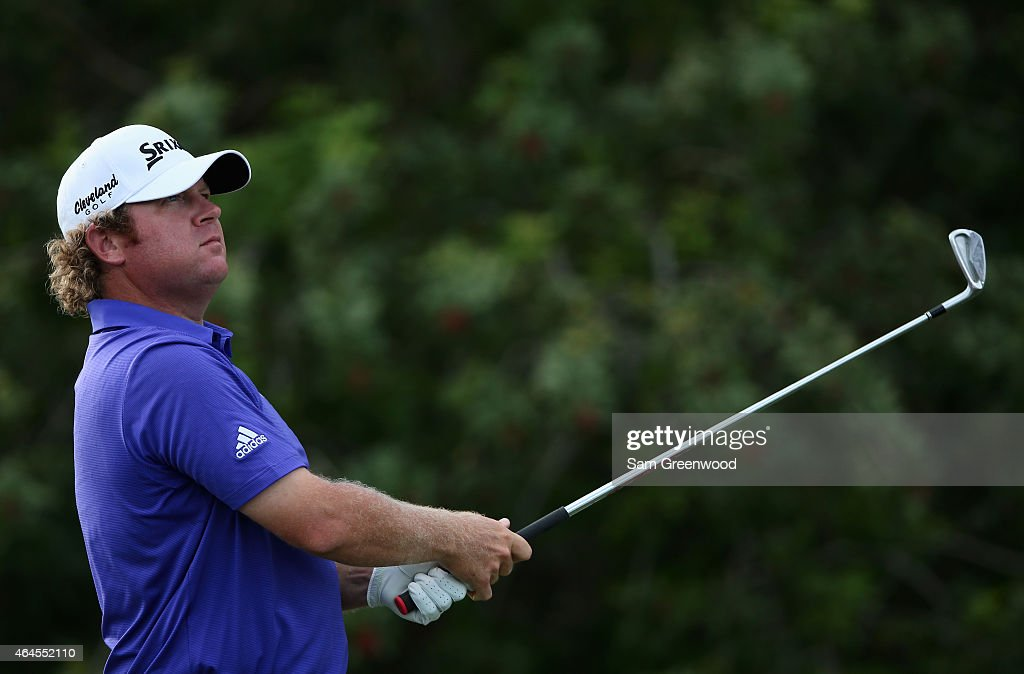 William McGirt watches his tee shot on the 15th hole during the first round of The Honda Classic at PGA National Resort & Spa - Champion Course on February 26, 2015 in Palm Beach Gardens, Florida.