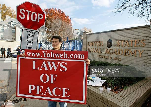 William Neryah holds a sign while standing in front of the United States Naval Academy November 27 2007 in Annapolis Maryland A Middle East peace...