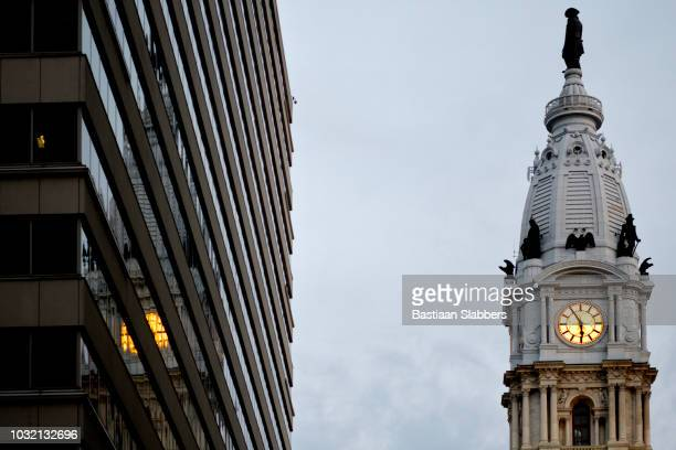 william penn statue atop of city hall in philadelphia, pennsyvlania - basslabbers, bastiaan slabbers stock pictures, royalty-free photos & images
