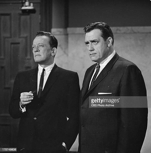 William Talman as District Attorney Hamilton Burger and Raymon Burr as Perry Mason in the PERRY MASON episode 'The Case of the Shoplifter's Shoe'...