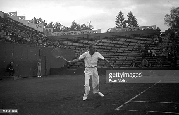 William Tilden , American tennisman. Paris, Roland-Garros stadium, years 1935-1939. LEI-174B-27.