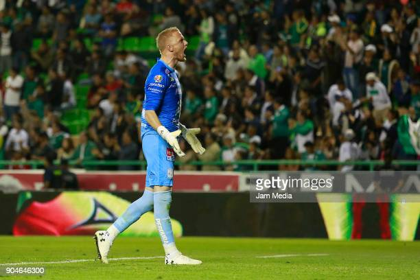 William Yarbrough of Leon reacts during the second round match between Leon and Toluca as part of the Torneo Clausura 2018 Liga MX at Leon Stadium on...