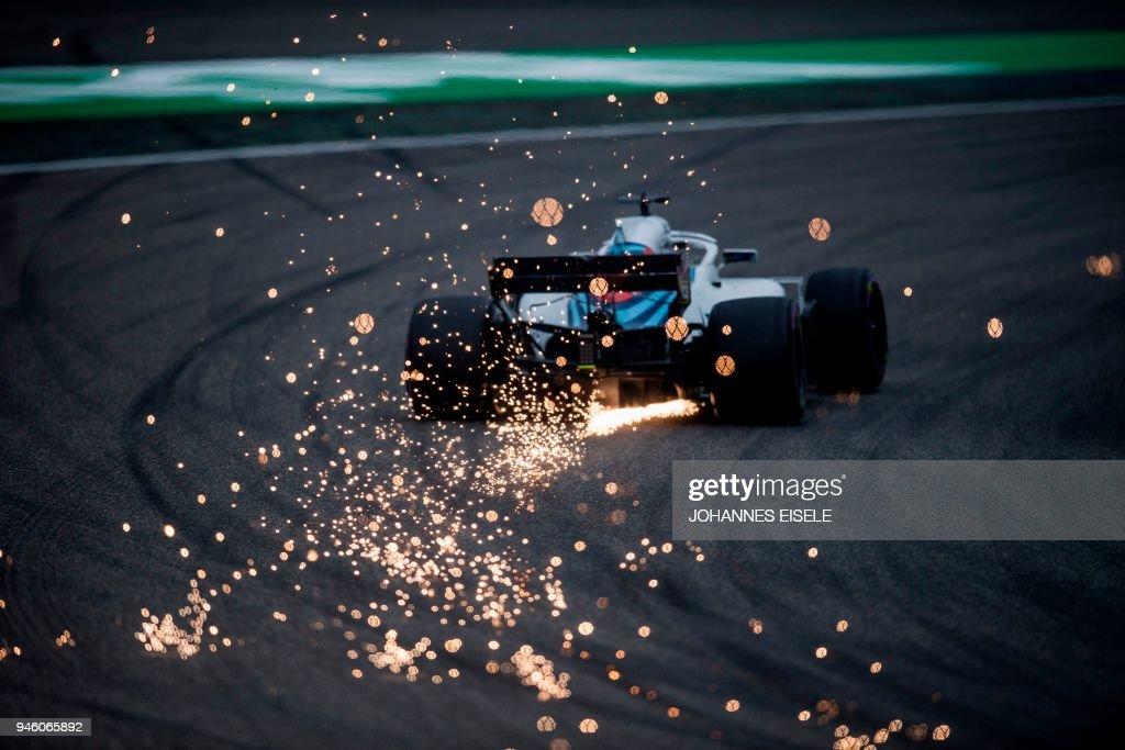 Williams' Canadian driver Lance Stroll steers his car during the qualifying session for the Formula One Chinese Grand Prix in Shanghai on April 14, 2018. / AFP PHOTO / Johannes EISELE