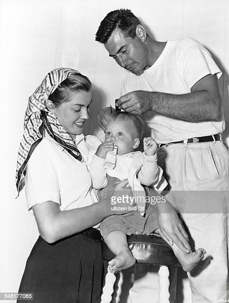 Williams Esther Swimmer actress USA * with son Benjie who is getting a haircut in a break at shootings for the movie 'Pagan Love Song' around 1955...