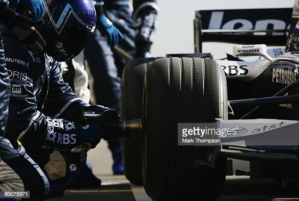 Williams mechanics in action during preseason Formula One winter testing at the Monteblanco Circuit on December 10 2007 in Seville Spain