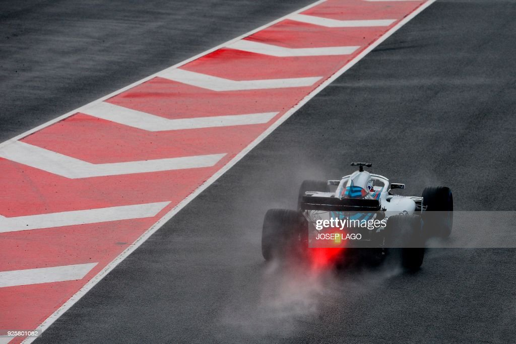 TOPSHOT - Williams' Russian driver Sergey Sirotkin drives at the Circuit de Catalunya on March 1, 2018 in Montmelo on the outskirts of Barcelona during the fourth day of the first week of tests for the Formula One Grand Prix season. / AFP PHOTO / Josep LAGO